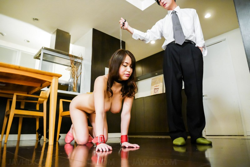 submissive slave Kaede Niiyama nude on all fours